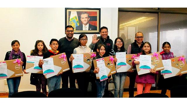 DIF CDMX premia con laptop a Niñas y Niño Talento por desarrollar Tutorial SCRATCH y su participación en cierre académico